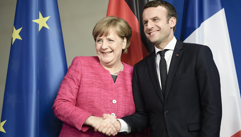 epa05966588 German Chancellor Angela Merkel (L) and newly elected French President Emmanuel Macron (R) pose for the photographers during a joint press conference at the German Chancellery in Berlin, Germany, 15 May 2017. The French President makes his inaugural foreign visit to Germany.  EPA/CLEMENS BILAN