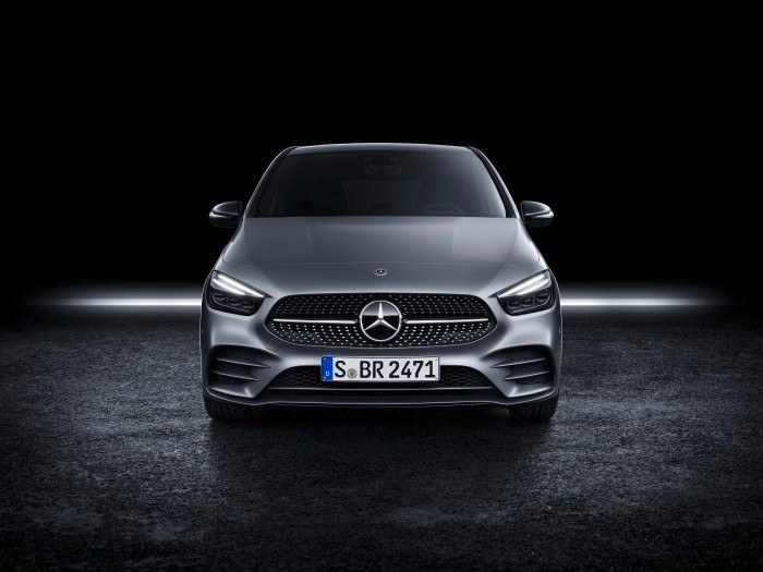 D531241-The-new-Mercedes-Benz-B-Class-More-Sports-for-the-Tourer