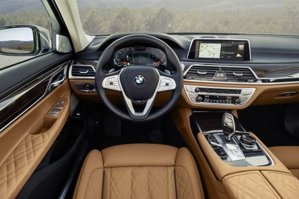P90333068_lowRes_the-new-bmw-7-series