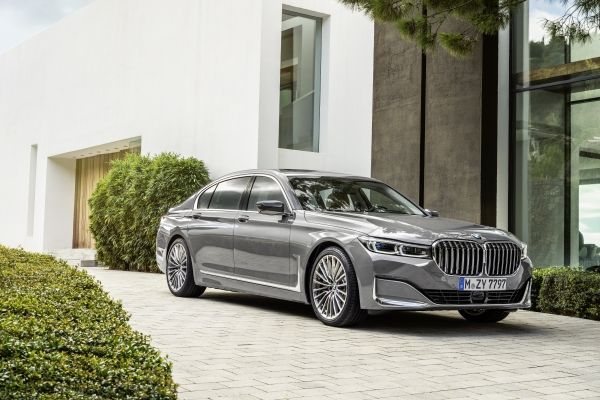 P90333086_lowRes_the-new-bmw-7-series