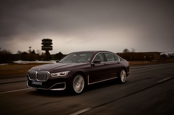 P90335746_lowRes_the-new-bmw-745le-02