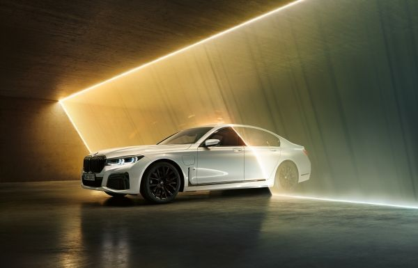 P90335804_lowRes_the-new-bmw-745e-02-