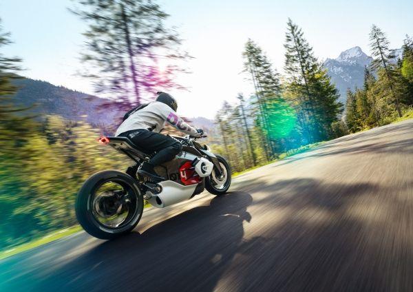 P90354709_lowRes_bmw-motorrad-vision-
