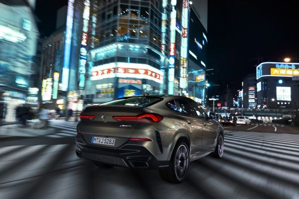P90356684_lowRes_the-new-bmw-x6-drivi