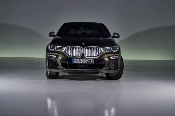 P90356702_lowRes_the-new-bmw-x6-still
