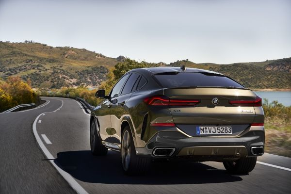 P90356704_lowRes_the-new-bmw-x6-drivi