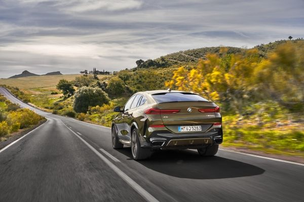 P90356705_lowRes_the-new-bmw-x6-drivi