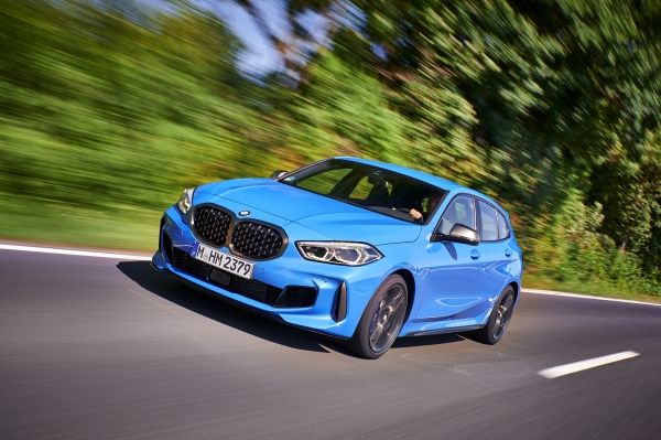 P90359065_lowRes_the-all-new-bmw-1-se