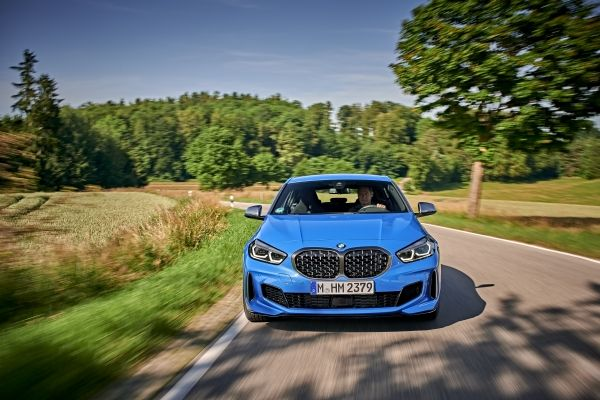 P90359066_lowRes_the-all-new-bmw-1-se