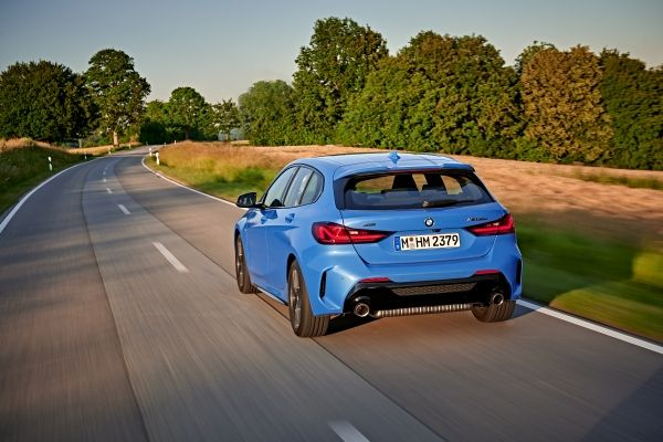 P90359080_lowRes_the-all-new-bmw-1-se