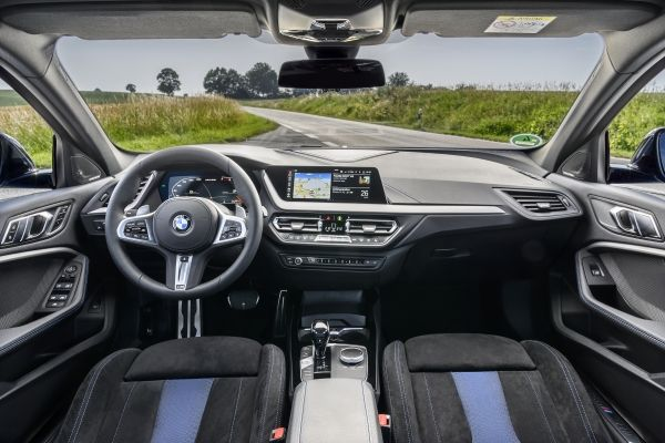P90359119_lowRes_the-all-new-bmw-1-se