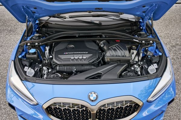 P90359141_lowRes_the-all-new-bmw-1-se
